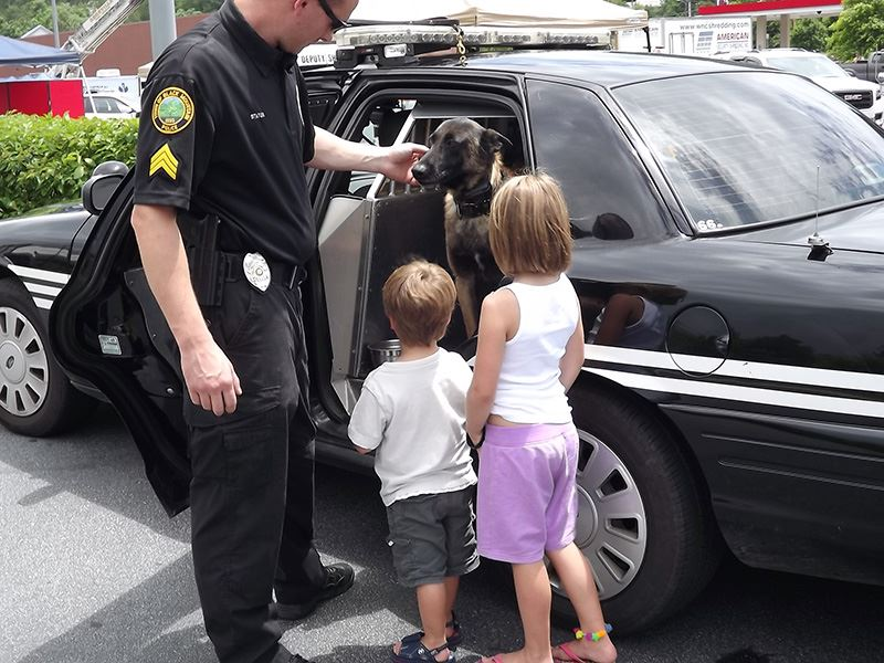 Children Meet Brisco the Police Department Canine